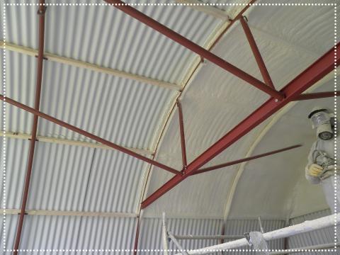 Rundbogenhalle nachträglich mit Spritzschaum isoliert