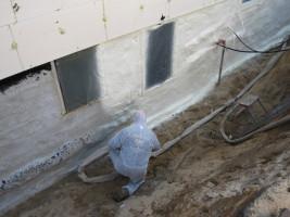 Ortschaum Isolierung Kellerwand
