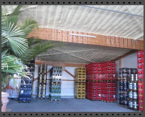 Isolierung eines Hallendaches bei einem Getränkehandel mit Sprühschaum