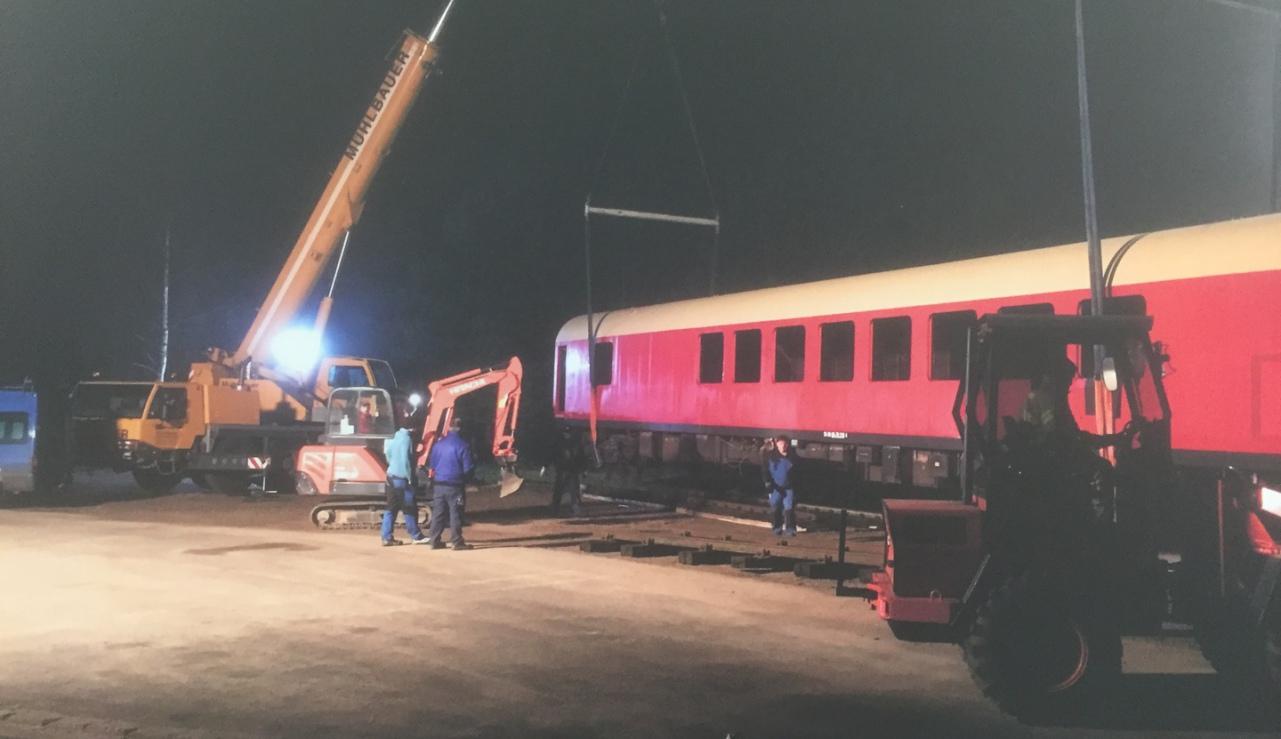 Eisenbahnwaggon mit Polyurethan dämmen