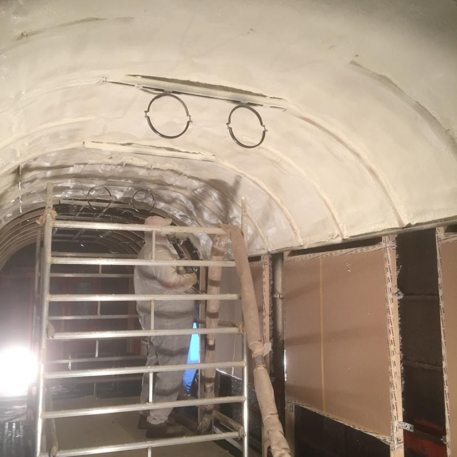 Gewölbten Untergrund mit Polyurethan dämmen